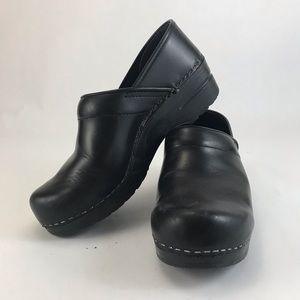 Dansko Plain Basic Black Clogs Nurse Shoes